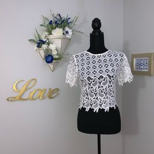 White lace crop top. NWOT. Size S